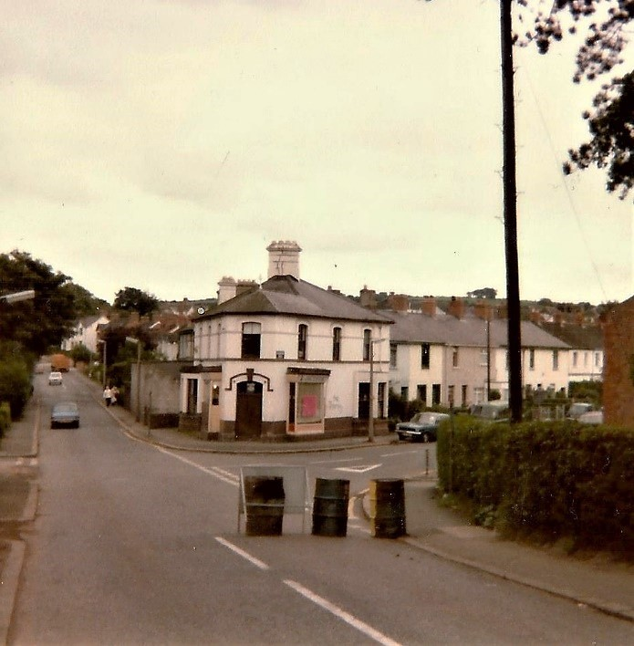 Jackson's shop came to the end of its life in the late 1970s. It had been a landmark building here since 1885 along with Fountainville Cottages to the right on Gilnahirk Road